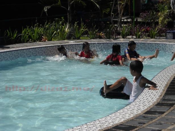 Kolam untuk anak-anak main air