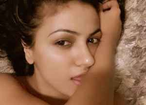Wajah Preet setelah bangun tidur, tanpa make up tebal, ternyata cantik dan segar yaa ;)