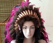 Manekin topi Indian dar depan