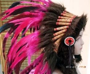 Manekin Topi Indian dari samping