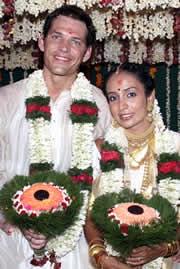 Suchitra Pillai dan suami