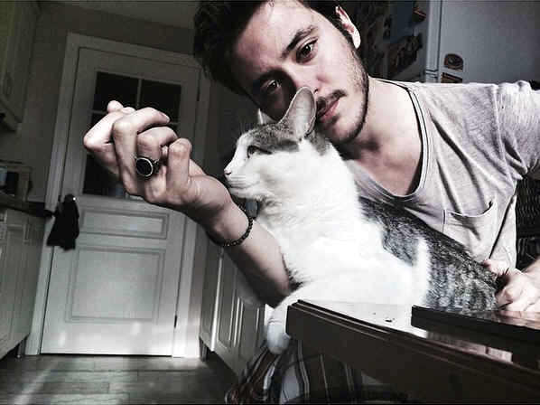 Anil Altan & Kucing
