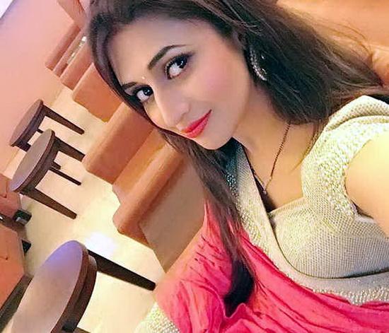 Divyanka Tripathi Selfie.jpg