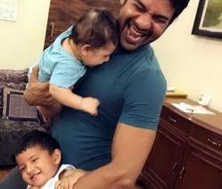Bersama dua putranya