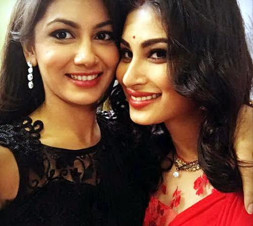 sriti-jha-n-best-friends-mauni-roy