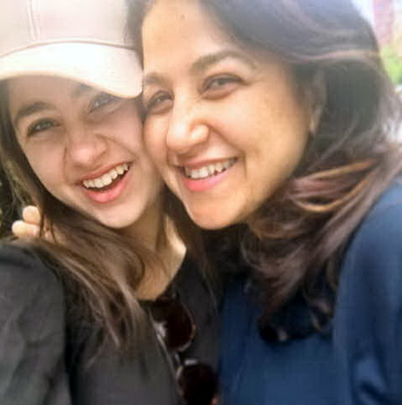 aiditi-bhatia-n-her-moms