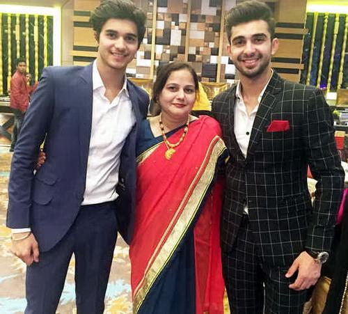 abhishek-verma-and-his-mom-n-his-brather