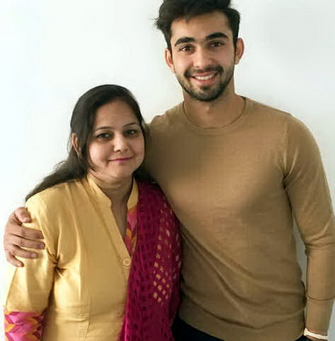 abhishek-verma-and-his-mom