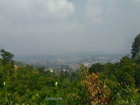Pemandangan hijau sepanjang jalan ke curug Cibulao
