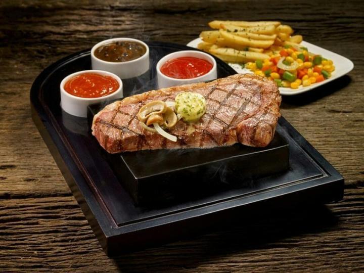 Steak 21 Buffet Central Park